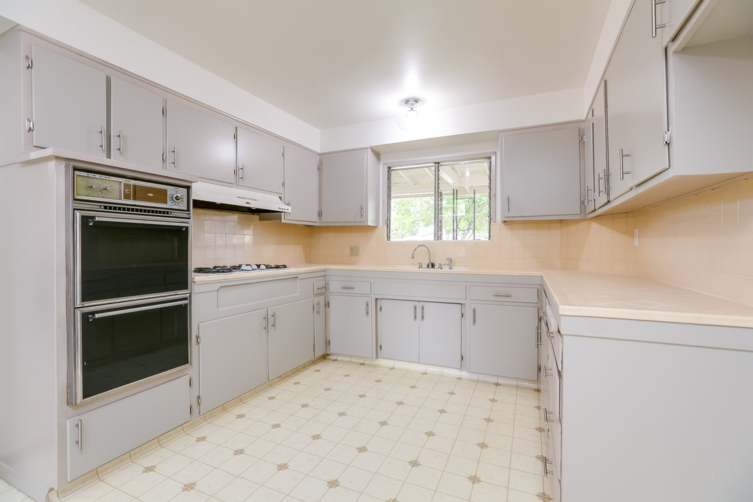 Kitchen in Oak View Home for Sale