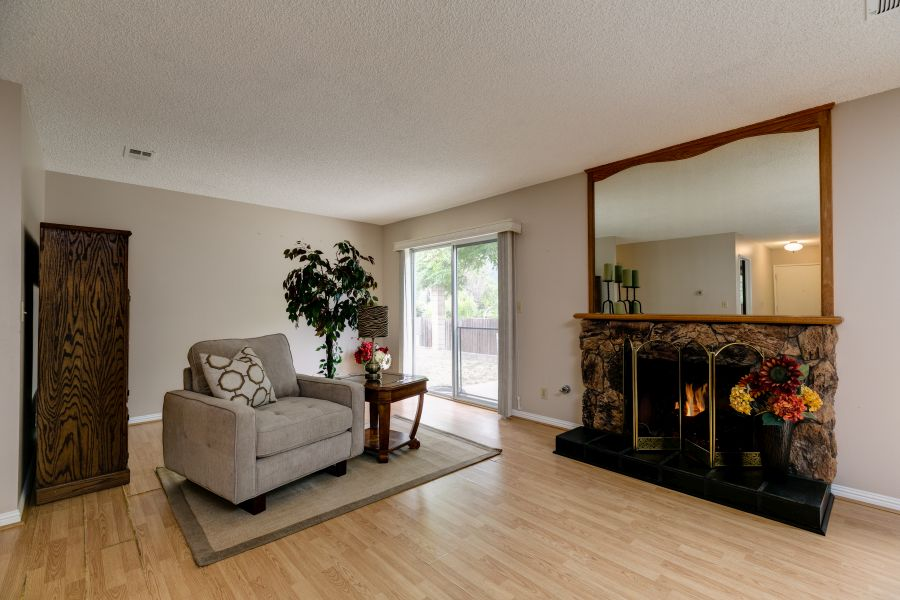 Gas Fireplace in Oak View Home for Sale