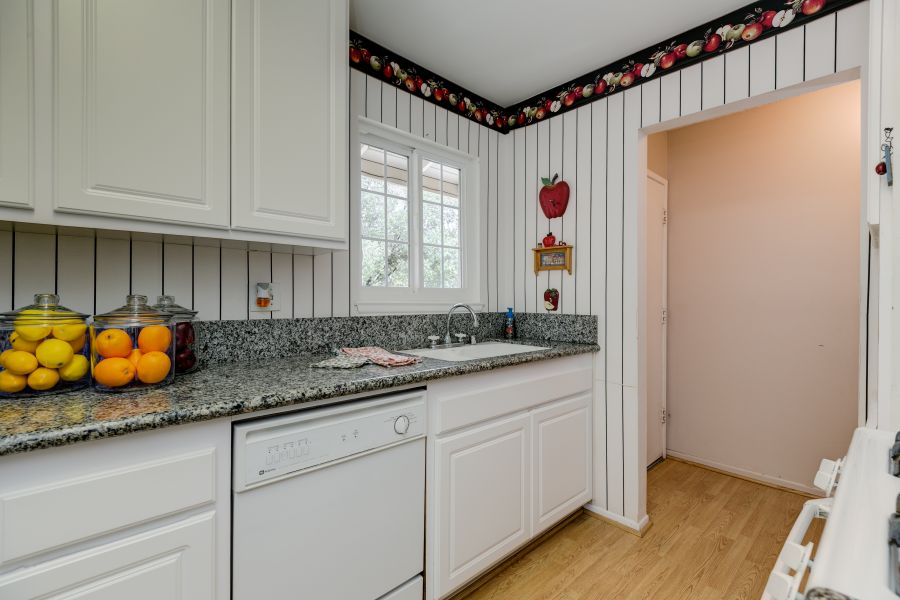 Remodeled Kitchen in Oak View