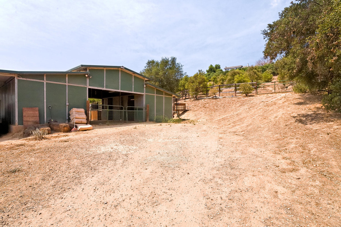 horse barn at Ojai home for sale