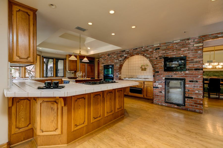Large Kitchen in Ojai Horse Propery